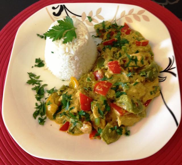 Kurczak curry z papryką w trzech kolorach