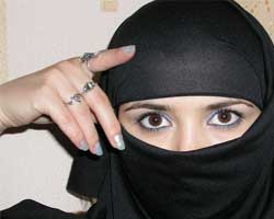 مقيمة في السعودية غنية بفضل الله أبحث عن التعارف و الزواج مع رجل جاد بشرط ...