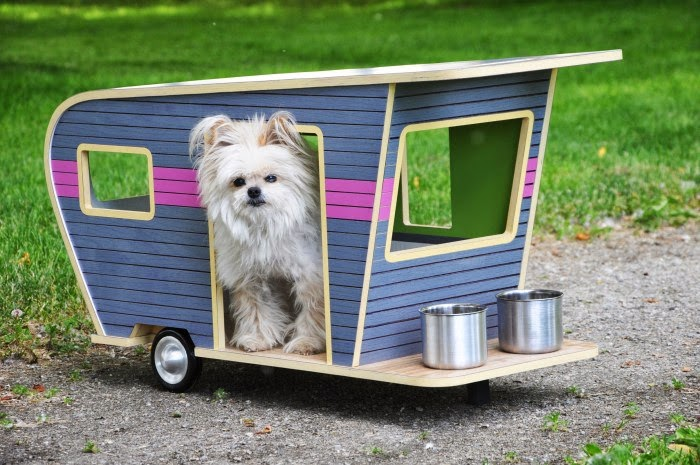 08-Dog-LVR-Judson-Beaumont-Straight-Line-Designs-Happy-Animals-in-Pet-Trailers-www-designstack-co