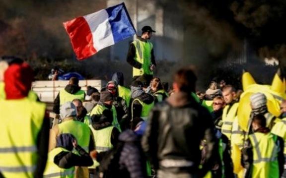 A lenta desagregação da República em França