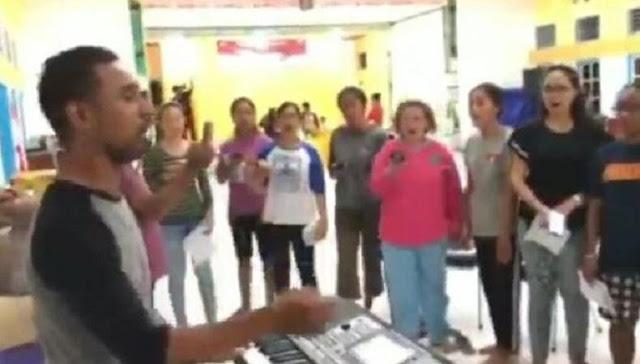 Viral! Video kelompok Paduan suara Gereja di Papua melantunkan Selawat Badar sangat Merdu dan Syahdu