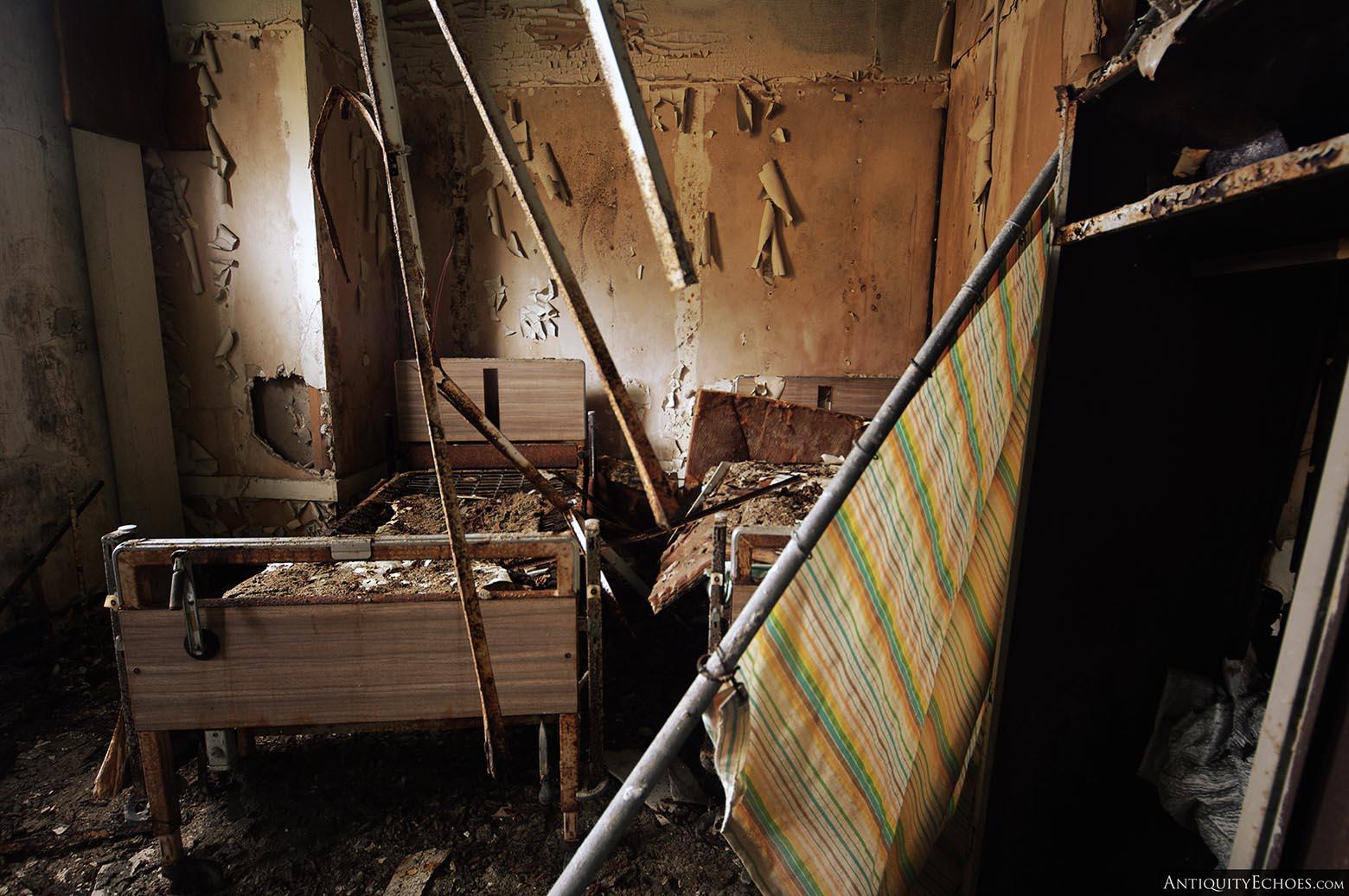 Brownsville General Hospital - Collapsing Bedroom