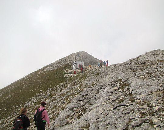 Schron Konczeto (bułg. Заслон Кончето (2760 m n.p.m.).