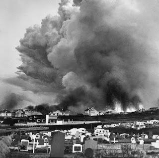 Fotografía erupción volcánica del cono Eldfell en Islandia - 1973