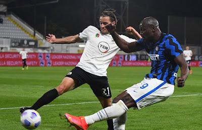 ملخص واهداف مباراة سبيزيا وانتر ميلان (1-1) الدوري الايطالي