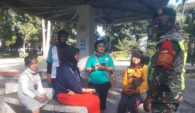 Cegah Penyebaran Coivd-19, Personel Jajaran kodim 0207/Simalungun Laksanakan Penegakan Protokol Kesehatan Ditaman Bunga