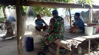 Komandan Posmat TNI-AL Benete Serka PDK Dany Fajar melaksanakan komunikasi sosial (komsos)