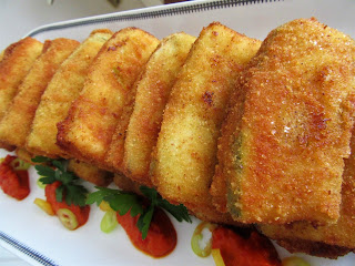 Fried zucchini sandwich