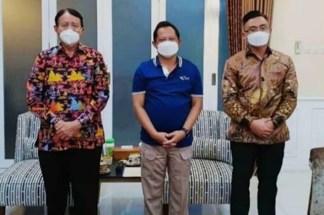 Gubernur dan Wakil Gubernur Banten Wahidin Halim atau WH-Andika Hazrumy kompak menyambangi Mendagri Tito Karnavian.