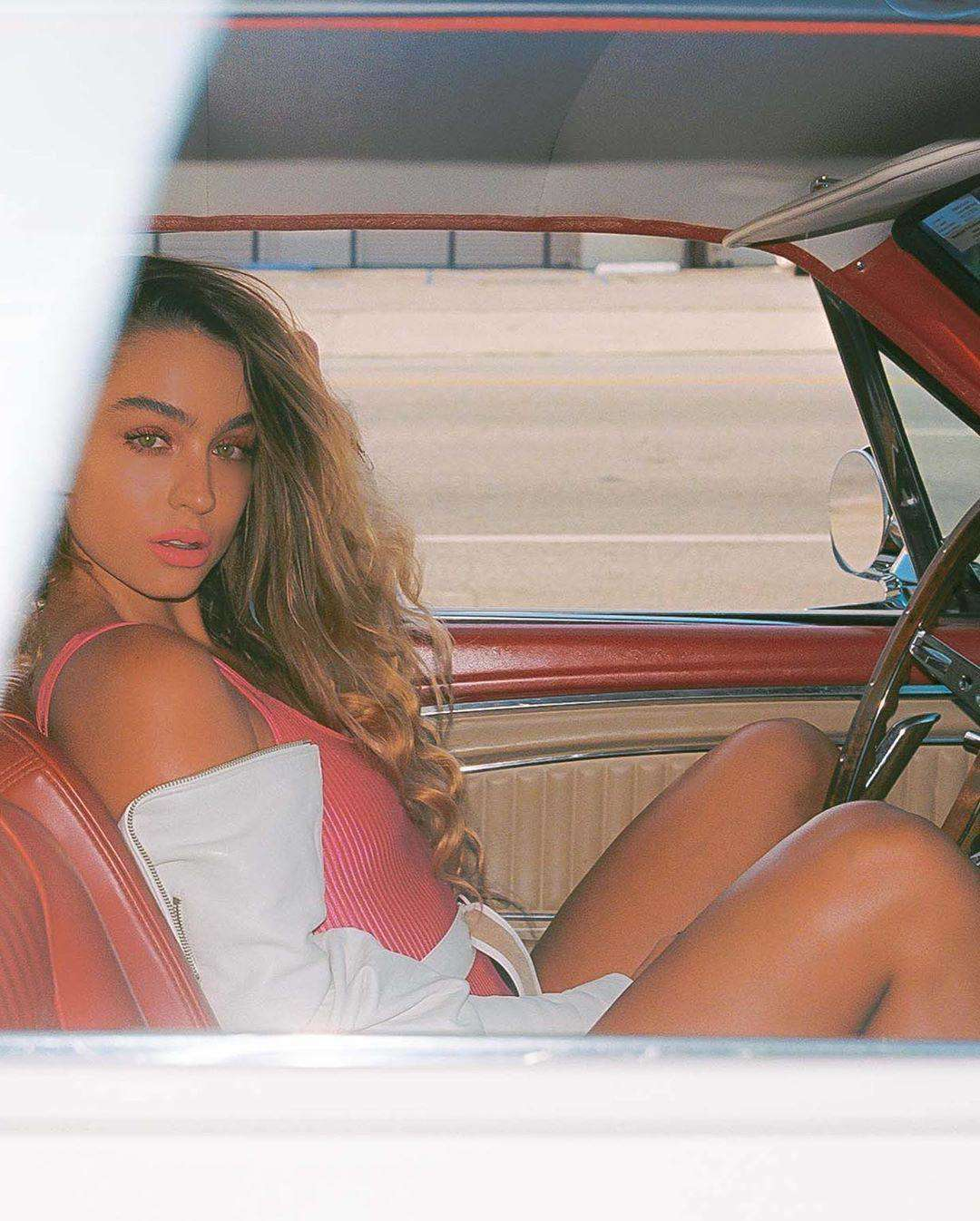 CelebPot: Sommer Ray Booty in Swimsuit in a Car
