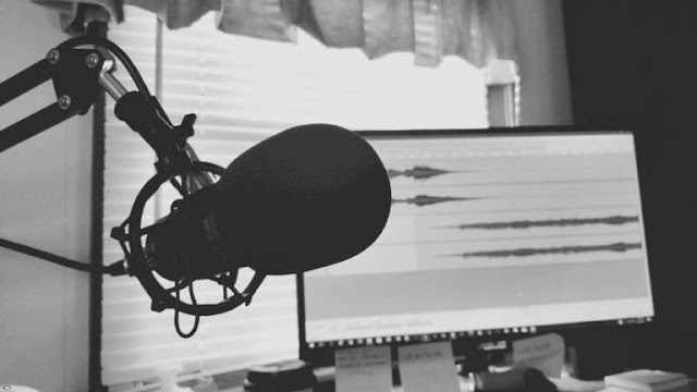 How-to-make-money-online-by-Record-podcasts-and-share-inspiring-stories