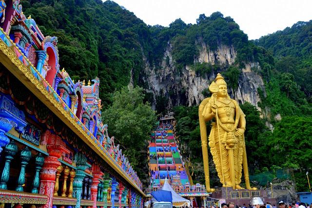 Jaskinie Batu Caves w Kuala Lumpur [JAK DOJECHAĆ, GODZINY OTWARCIA]