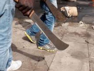 Angry mob burnt three thieves to death in Calabar