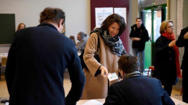 Elecciones municipales se celebran en Francia bajo la amenaza del Covid-19
