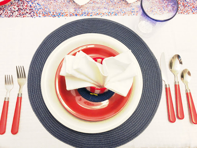 Patriotic Table Setting for an Easy 4th of July Patriotic Breakfast Party