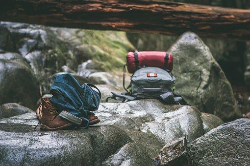 perlengkapan camping dan hiking sederhana