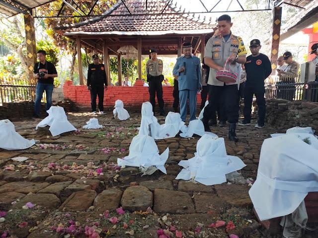HUT Kemerdekaan RI Ke-74, Kapolres Lumajang Ziarah Ke Makam Prabu Arya Wiraraja