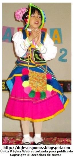Foto de niña con vestimenta del Carnaval de Moquegua (Tunasmarca) por Jesus Gómez