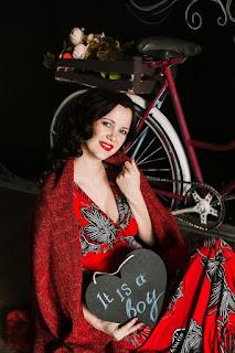 беременная девушка и велосипед