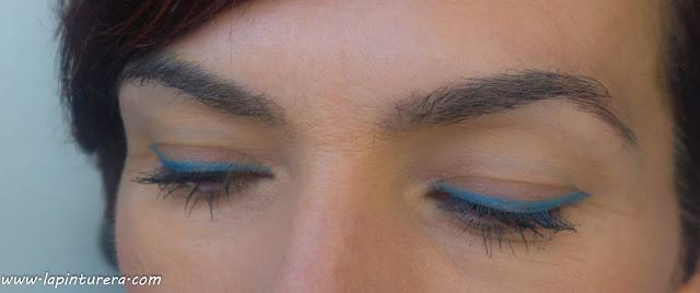 delineado azul oscuro