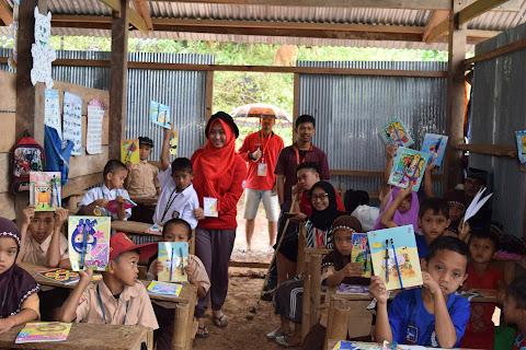 Memberikan Bantuan ATK Kepada 60 Murid Di Dusun Bara