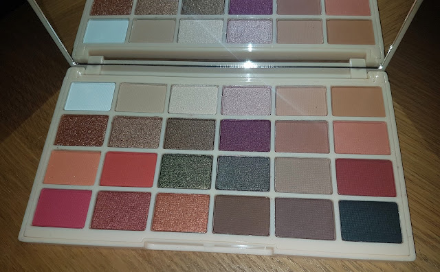Makeup Revolution x Soph Eyeshadow Palette: Worth the Hype?