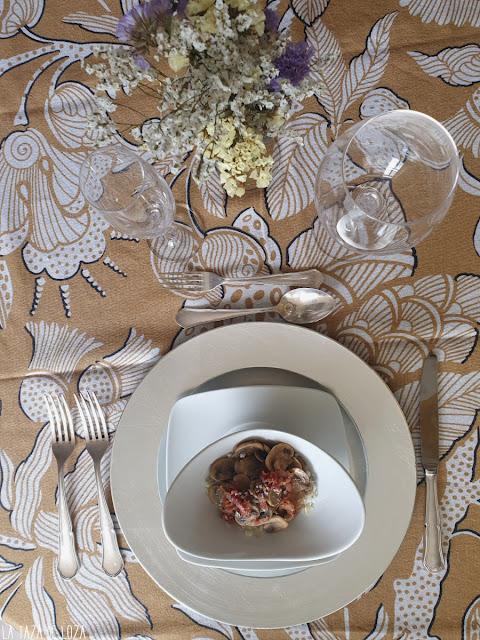 Vista del plato de ensalada templada servido