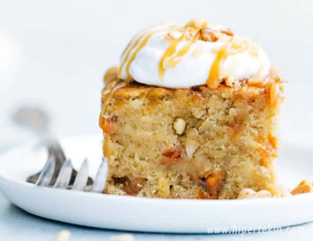 STICKY BANANA WALNUT TOFFEE PUDDING CAKE