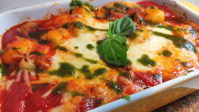 GNOCCI mozzarella albahaca y tomate