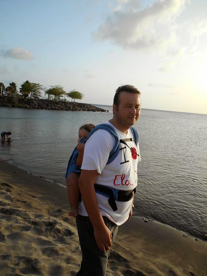 portage été plage mer bébé papa manduca promenade