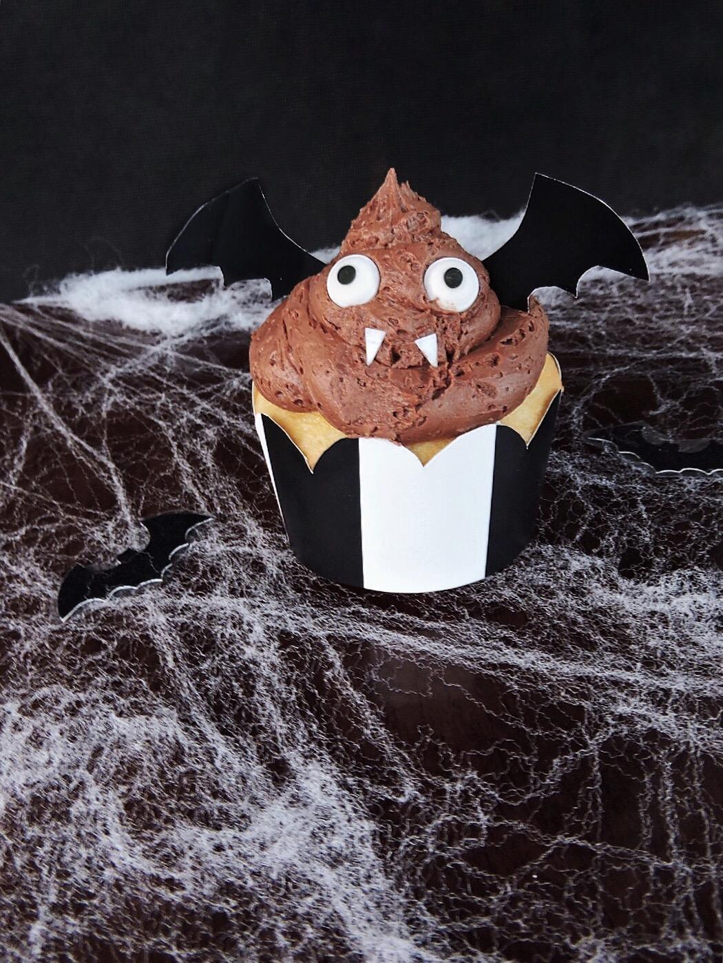 chocolate buttercream bat cupcakes diy halloween sugarly baking wrapper