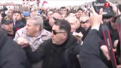 CHP Lideri Kılıçdaroğlu Şehit Cenazesinde Saldıra Uğradı.Bu Saldırıyı Şiddetle Kınıyoruz.