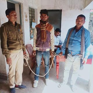 बाइक से शराब की तस्करी कर रहा युवक को उत्पाद विभाग पुलिस ने किया गिरफ्तार।