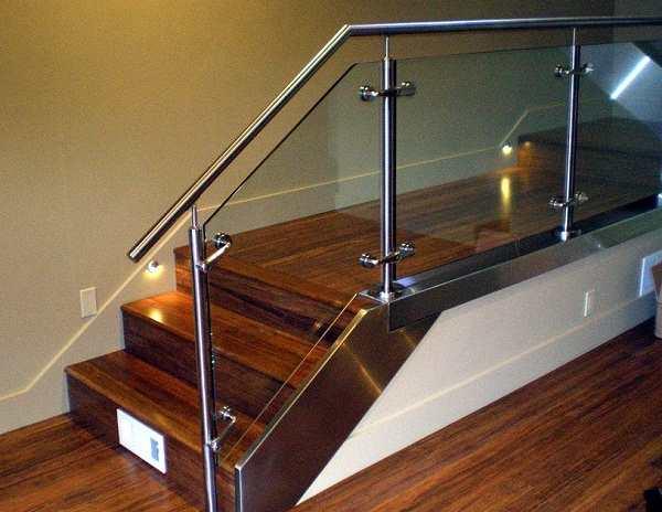 Trang trí con tiện cầu thang