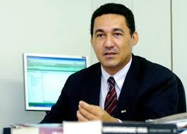 TCE imputa débito de R$ 157 mil a ex-secretário de Estado por livros comprados e não distribuídos