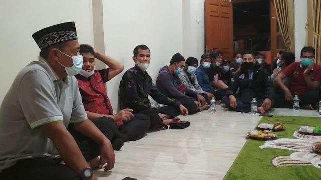Ratin Jamkeswatch Bekasi Digelr di KEdiaman Obon Tabroni Dengan Dihadiri Said Iqbal dan Iswan Abdullah
