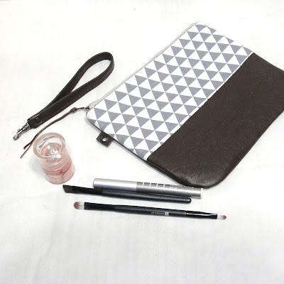 Маленькая сумка с геометрическим рисунком.  Косметичка - кошелек - барсетка из ткани и кожи, застегивается на молнию.