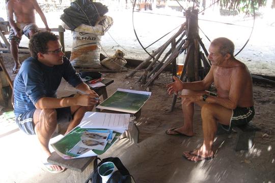Pescadores indicam rotas migratórias de peixes que podem ser afetados por hidrelétricas no Tapajós