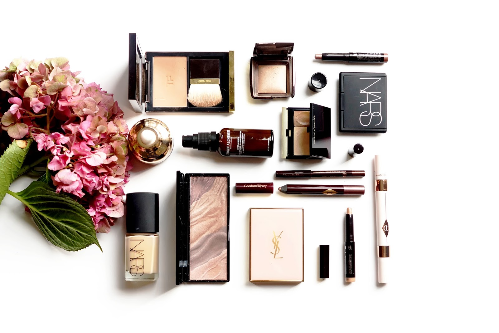 what's-in-my-makeup-bag-flatlay-photography-high-end