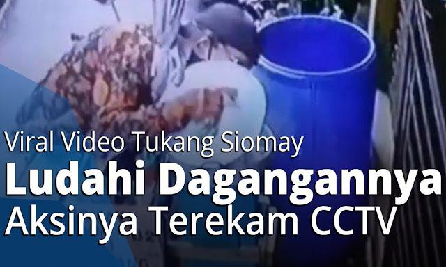 Terekam Video! Viral Penjual Siomay Ludahi Jualannya Agar Laris