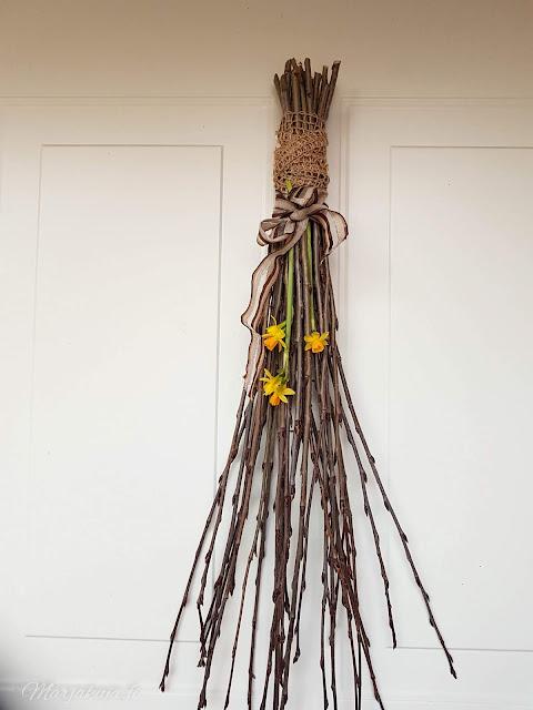 krookukset krookus kevätsahrami kevätkukkijat kevät kukkapenkki sipulikukka aronia risukimppu ovi