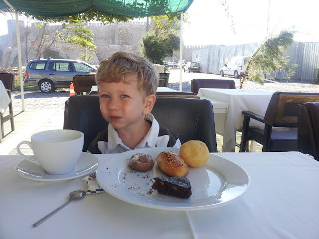 Bozcaada, Otel Kaikias'ta kahvaltıda