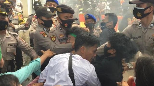 Bentrok dengan Polisi, Mahasiswa Banten Bibir Dijahit hingga Masuk ICU