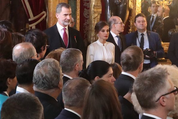 Queen Letizia wore Hugo Boss blouse, Uterque pumps and, she wore a skirt by Spanish fashion house Felipe Varela