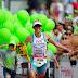 Triatleta perde corrida virtual após marido tropeçar em cabo de energia
