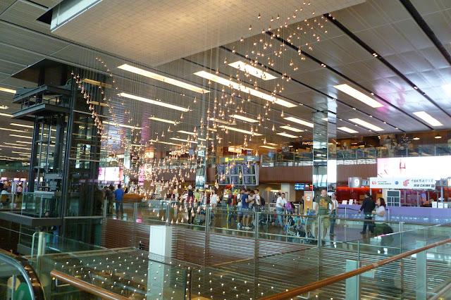 Falujące bąbelki na lotnisku w Singapurze