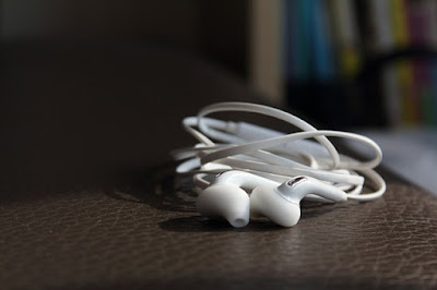 Earphone jenis Earfit : Tips Memilih Earphone