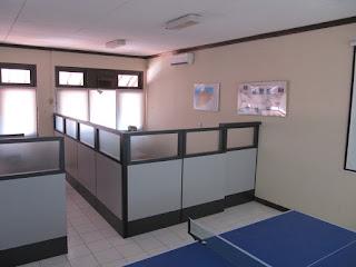 Partisi Kantor Dengan Kaca Buram + Furniture Semarang