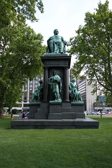 Statua di  Ferenc Deak-Budapest