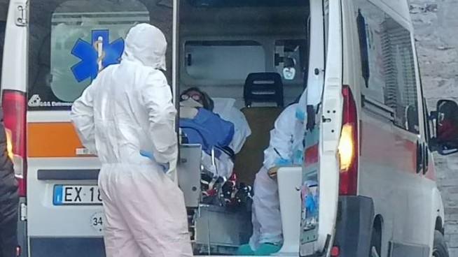 Coronavirus: 23.987 positivi e 457 morti. Lombardia resta in rosso